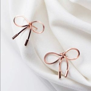 Jewelry - Rose gold bow earrings